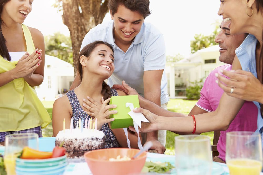 Los pagos entre amigos con Bizum son perfectos para los regalos en grupo