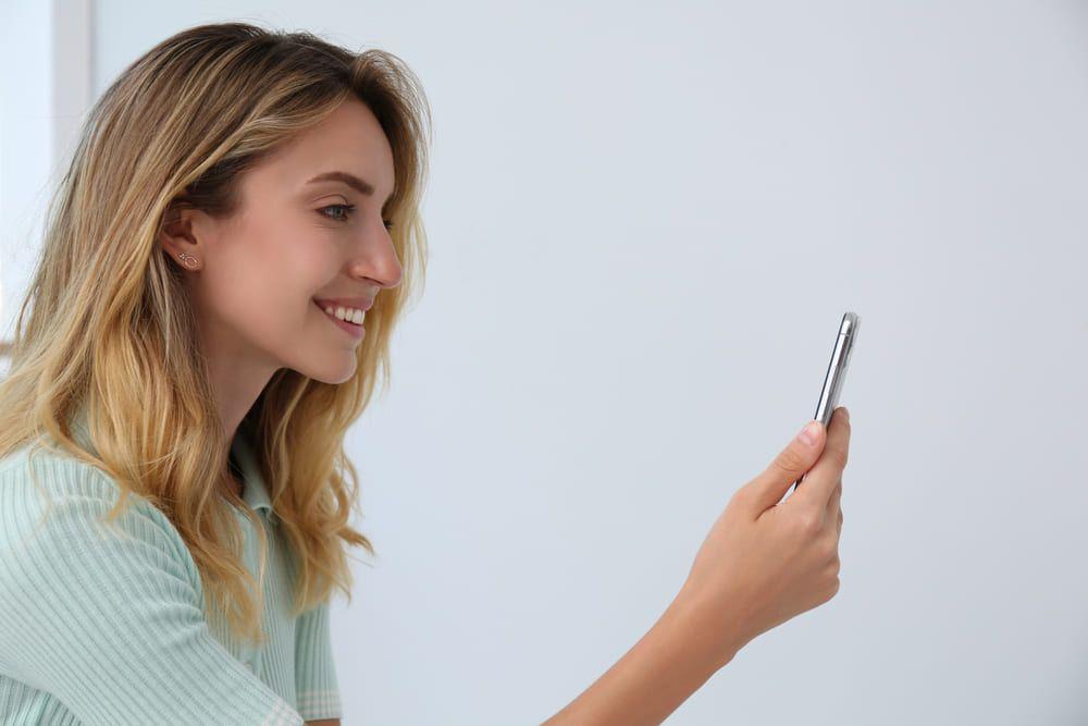 El reconocimiento facial agiliza el desbloqueo de los dispositivos móviles y también acelera las gestiones en las Apps bancarias
