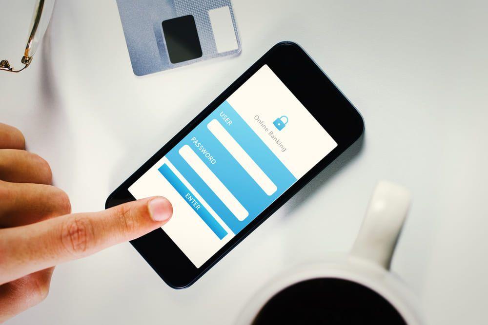 La huella dactilar es uno de los mecanismos que utiliza la tecnología biométrica para autentificar la identidad en las Apps bancarias